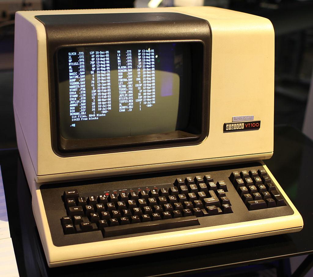 C:\Users\flobo\OneDrive\MSFTStory\Historique\Partie 0\DEC_VT100_terminal.jpg